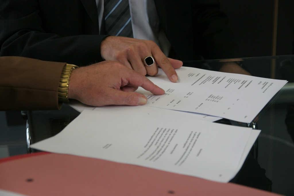 Plusy i minusy umowy o pracę