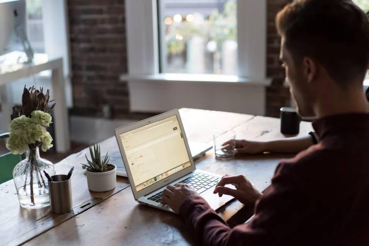Pierwsza praca i jak ją znaleźć